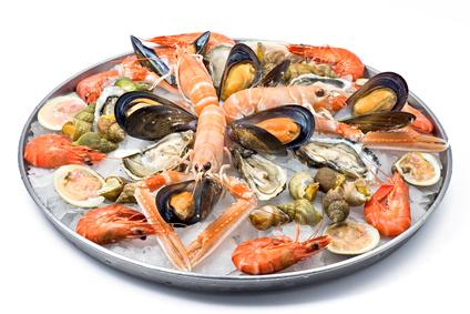plateau de fruits de mer, assortiment de coquillages et crustacés